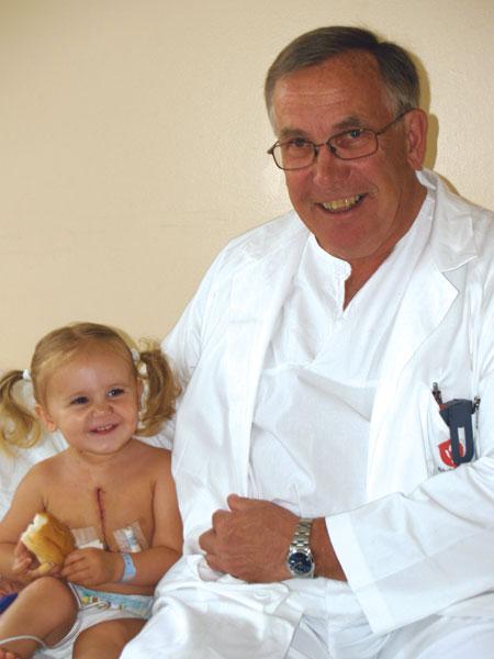 Harald Lindberg med lille Melissa*. *bildet publiseres med samtykke fra foreldrene.