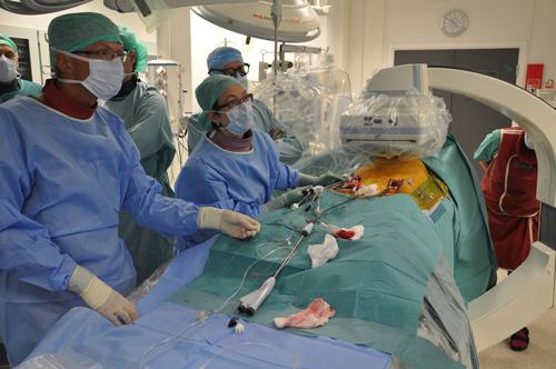 Innleggelse av stentgraft for abdominalt aortaaneurisme i hybridstue på St.Olavs Hospital i Trondheim.