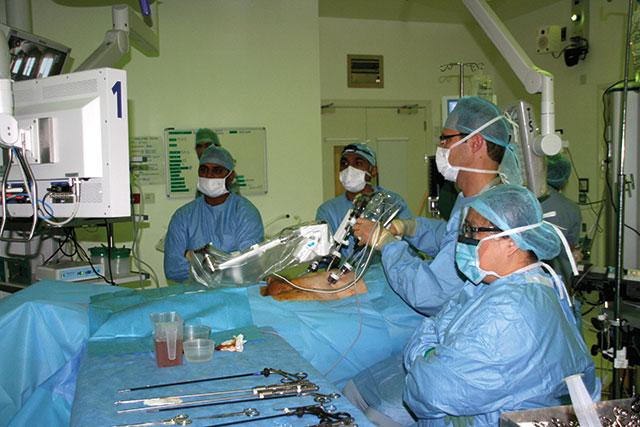 Bilde 1: Fra venstre dr Raj Singh, dr Hiten Patel, meg selv og opr.spl. Fez.