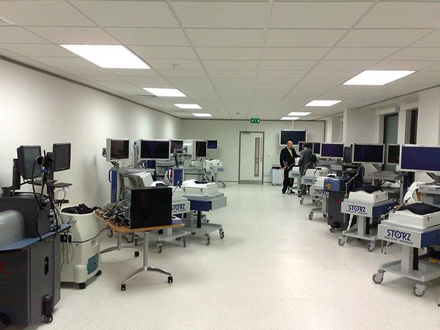 Bilde 2: Simulator lab ved UCH Education Centre.